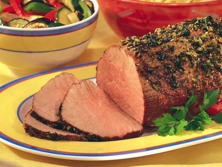Pepper Rubbed Oven Roast Beef with Onion Purée Recipe
